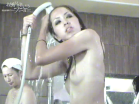 If you want JAV voyeur video, Punyo in the public bath, both young girls and MILFs