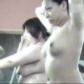 お風呂の中のプニョから巨乳娘たちの盗撮動画を無料でお見せします
