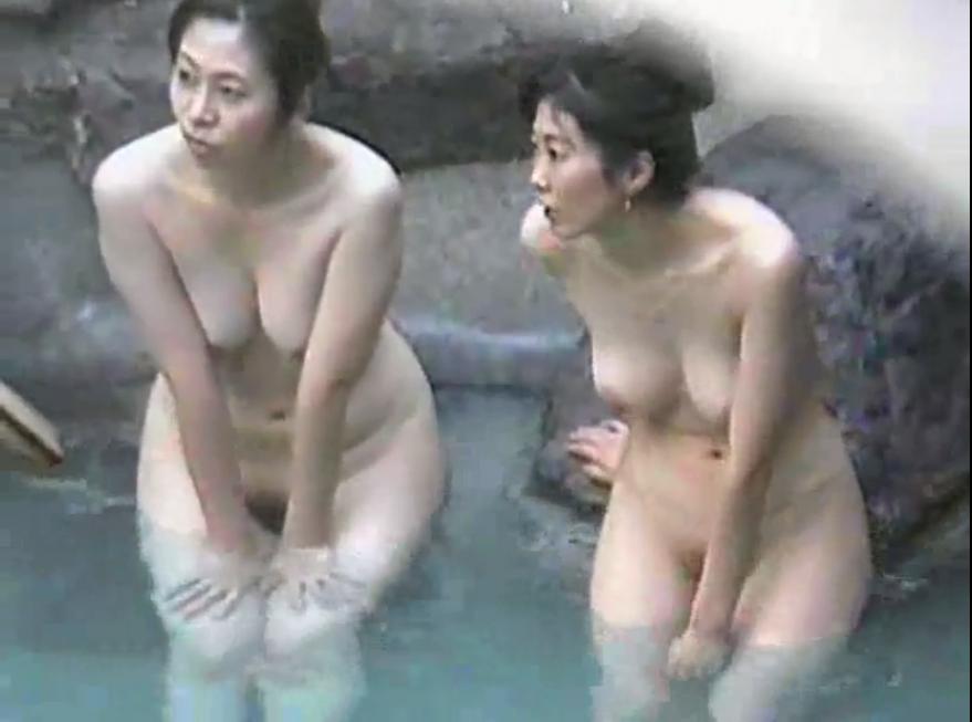 お風呂の中のプニョ無料盗撮動画